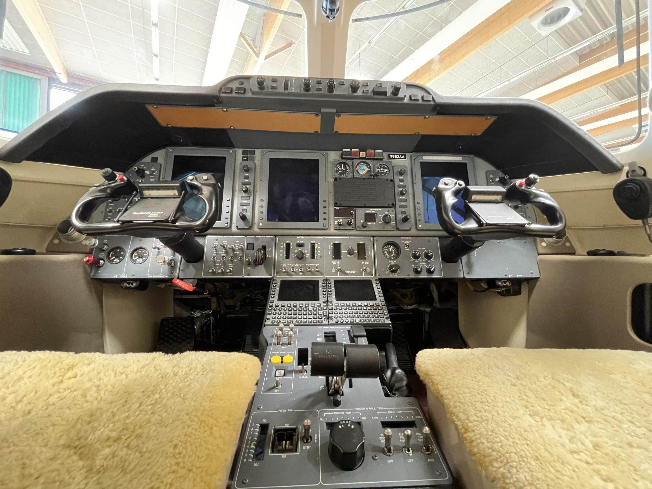 2021 07 21 Raytheon BeechHawker 03 Cockpit 05